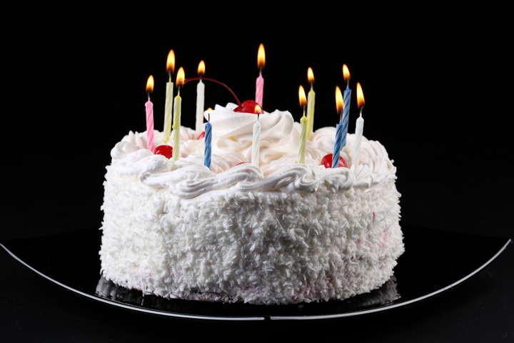 Torte mit Zuckerglasur aus ahornsirup